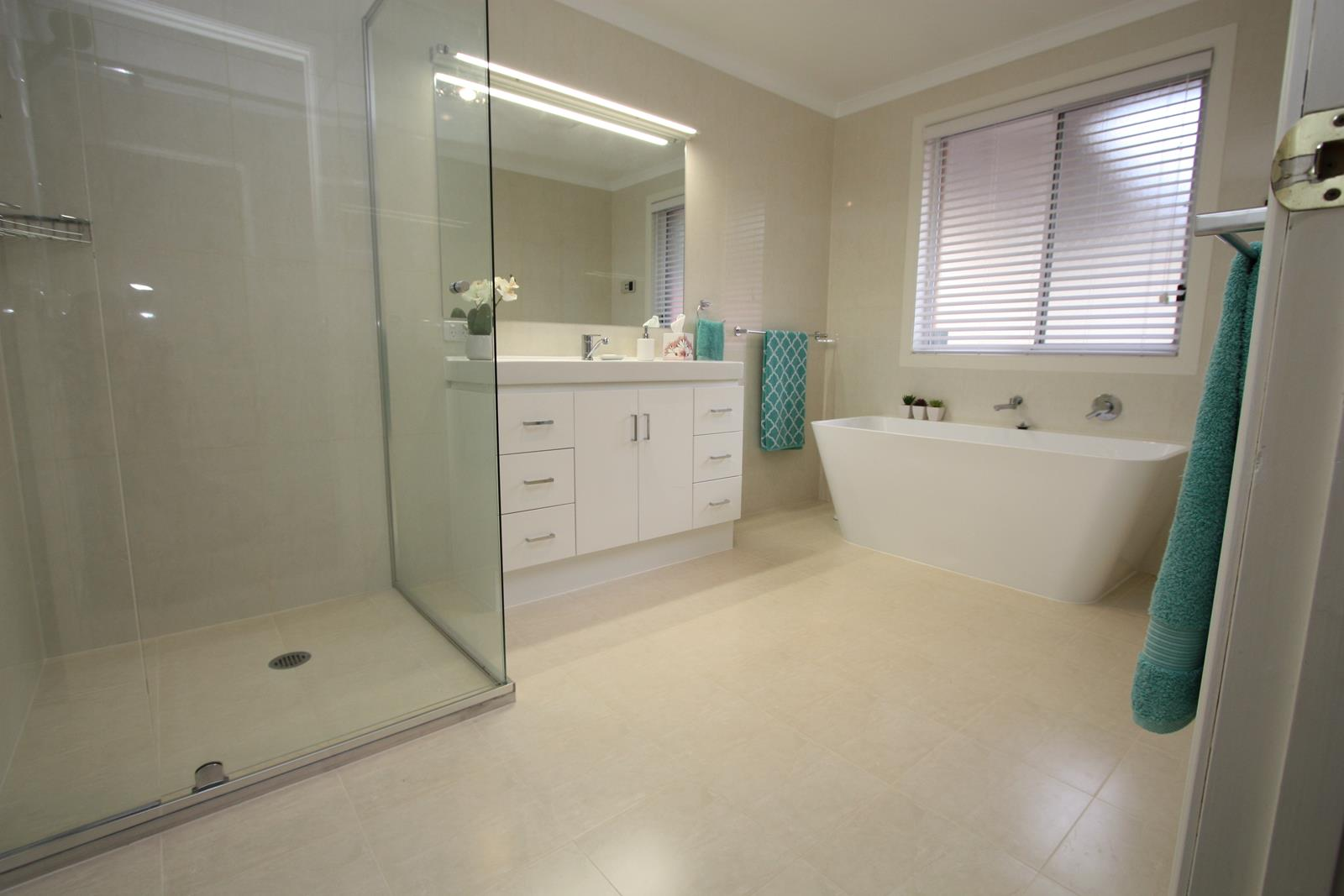 Our gallery kitchen and bathroom renovations canberra avado for Kitchen and bathroom renovations